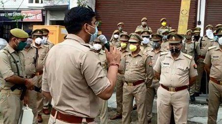 बिजनौर एसपी ने चैक किया पुलिस का अलर्ट मोड़, जब जिले के सभी थाना प्रभारी किये इकठ्ठे!