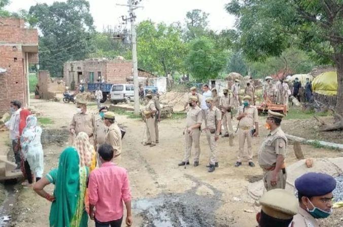 मैनपुरी: महिला और उसके प्रेमी की हत्या से सनसनी, गांव में अलग-अलग जगहों पर पड़े मिले शव, एसपी मौके पर मौजूद