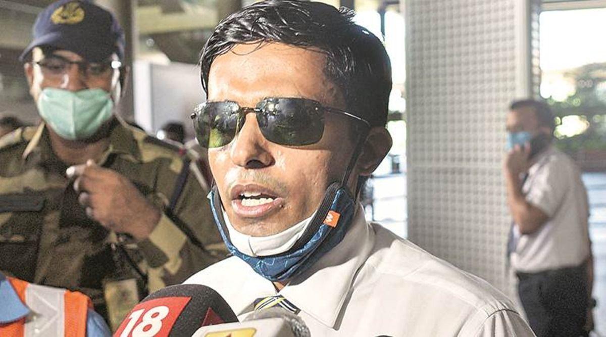 सुशांत केस: 5 दिन बाद क्वारनटीन से छोड़े गए IPS विनय तिवारी, रिटर्न टिकट दिखाने के बाद BMC ने माना!