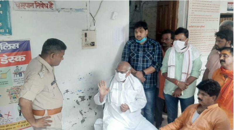 यूपी: थाने में भाजपा विधायक और एसओ में मारपीट, एक दूसरे कपडे फाड़ डाले