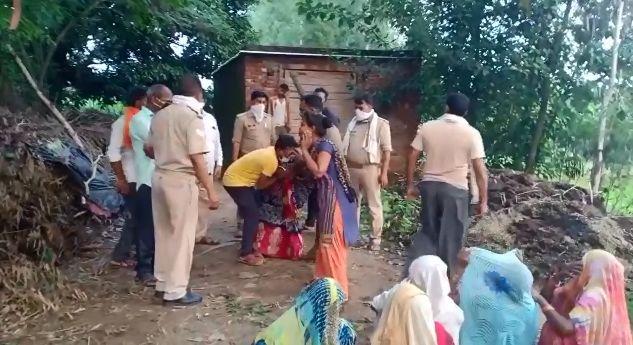बिजनौर में पेड़ से लटका मिला छात्र का शव, परिजनों का रो रोकर बुरा हाल