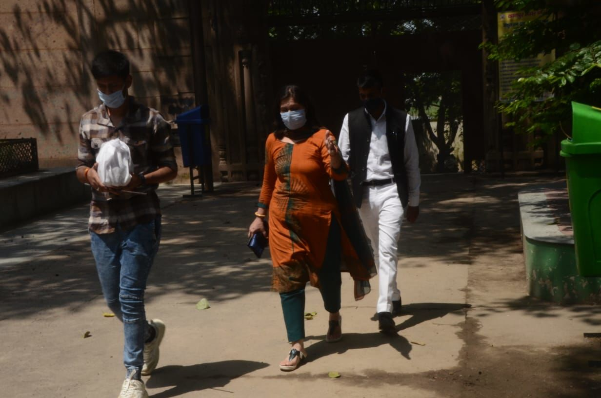 कानपुर के भैरव घाट से विकास दुबे की अस्थियां ले गयी पत्नी ऋचा