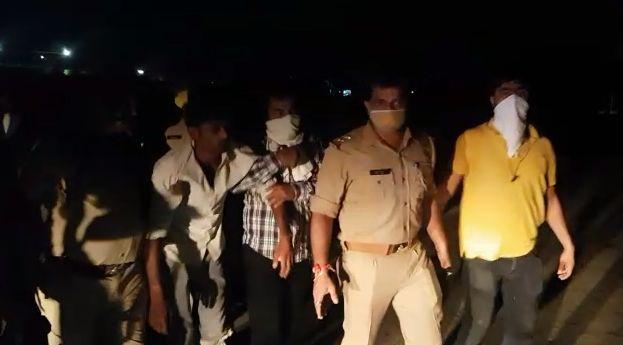 नॉलेज पार्क पुलिस ने लंबे समय से फरार चल रहे 25 हजार के इनामी बदमाश को मुठभेड़ के दौरान किया गिरफ्तार