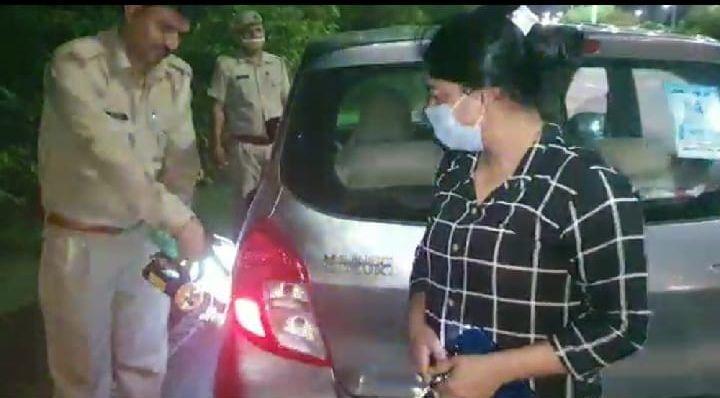 मुसीबत में बैठी महिला के लिए फरिश्ता बनकर आये पुलिस आयुक्त आलोक सिंह