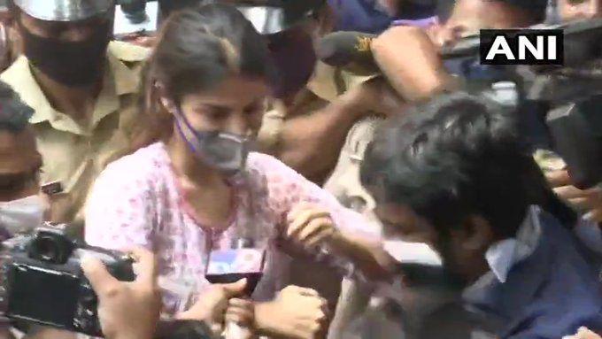 सुशांत केस : रिया से NCB की पूछताछ जारी, आज हो सकती हैं गिरफ्तार, एक और ड्रग्स पैडलर अरेस्ट