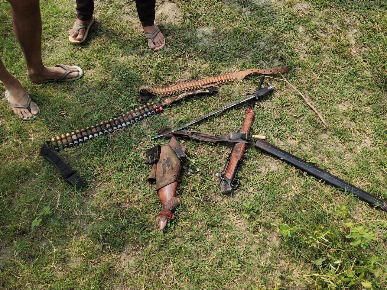 नोएडा : खनन करने के दौरान हुई फायरिंग, दो लोगों को लगी गोली