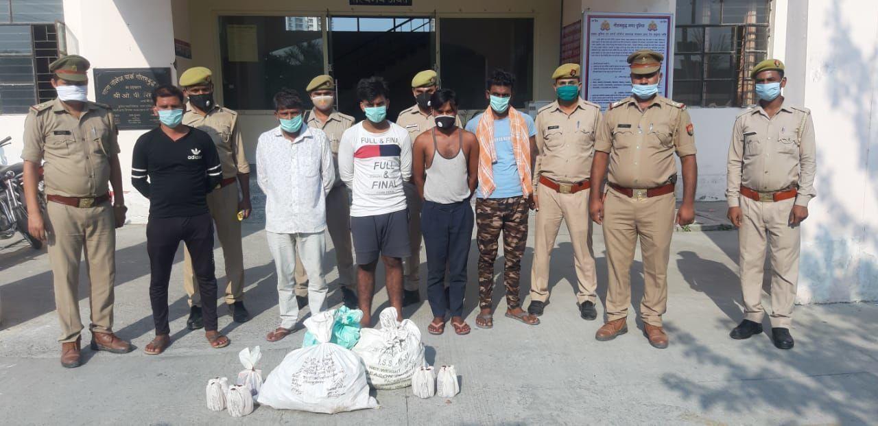 नोएडा : थाना नॉलेज पार्क पुलिस ने पांच शराब तस्करों को किया गिरफ्तार