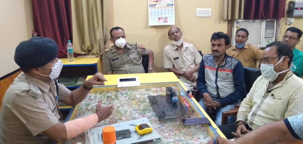 पुलिस क्षेत्राधिकारी कासगंज ने की सर्राफा व्यवसायियों के साथ बैठक