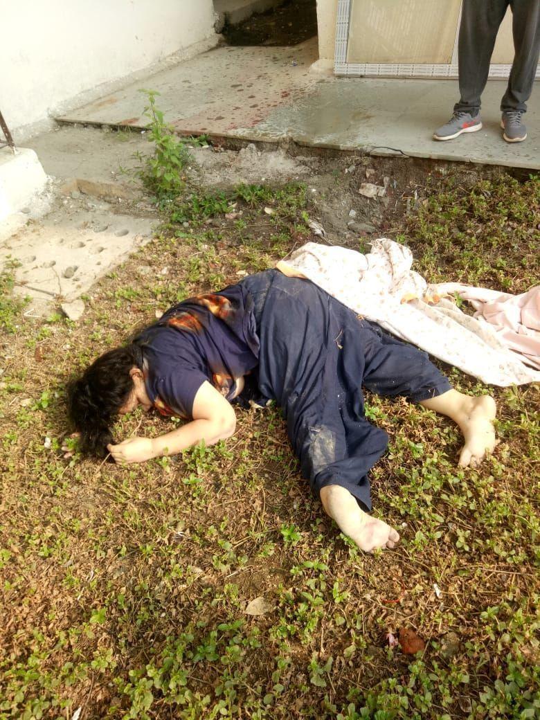 नोएडा: सेक्टर 153 स्थित जेपी अमन सोसाइटी में बिल्डिंग से गिरकर संदिग्ध परिस्थितियों में 50 वर्षीय महिला की मौत