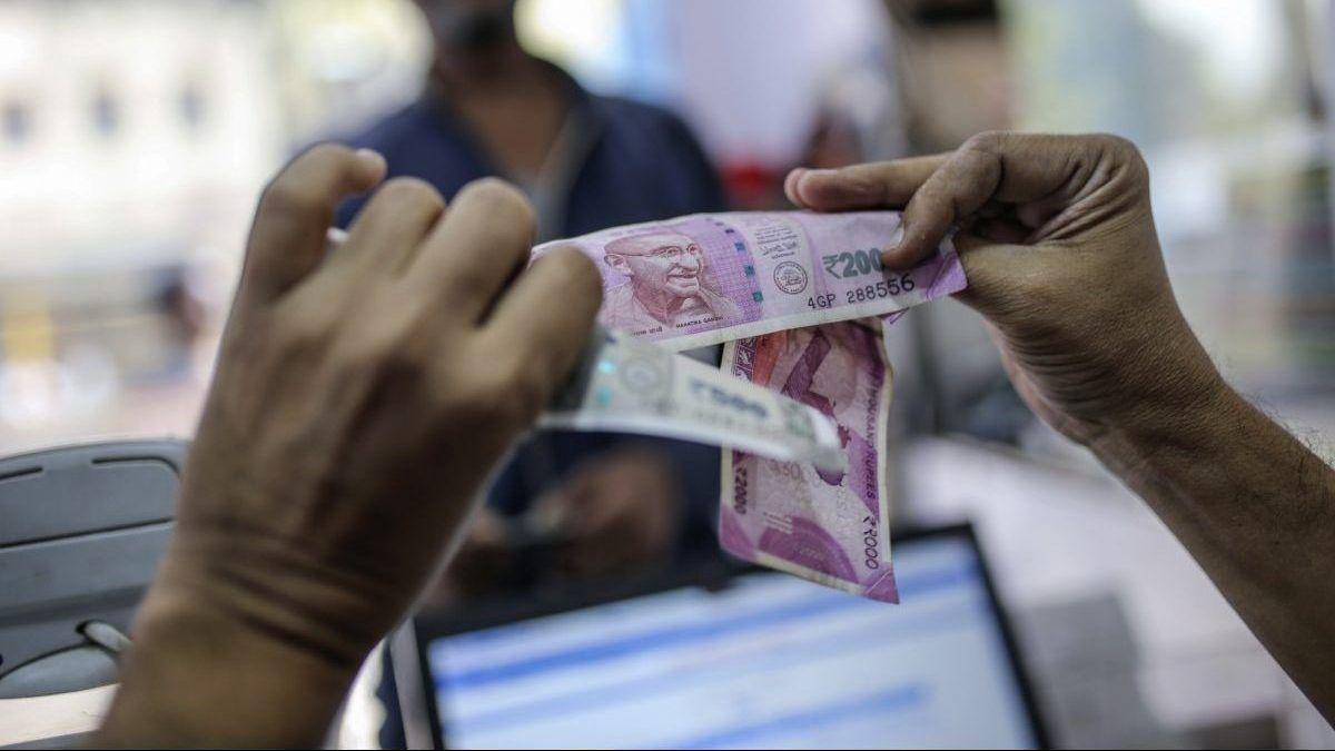 मजदूर की बेटी के खाते में जब अचानक आ गए 10 करोड़ रुपये, हैरान हुआ परिवार