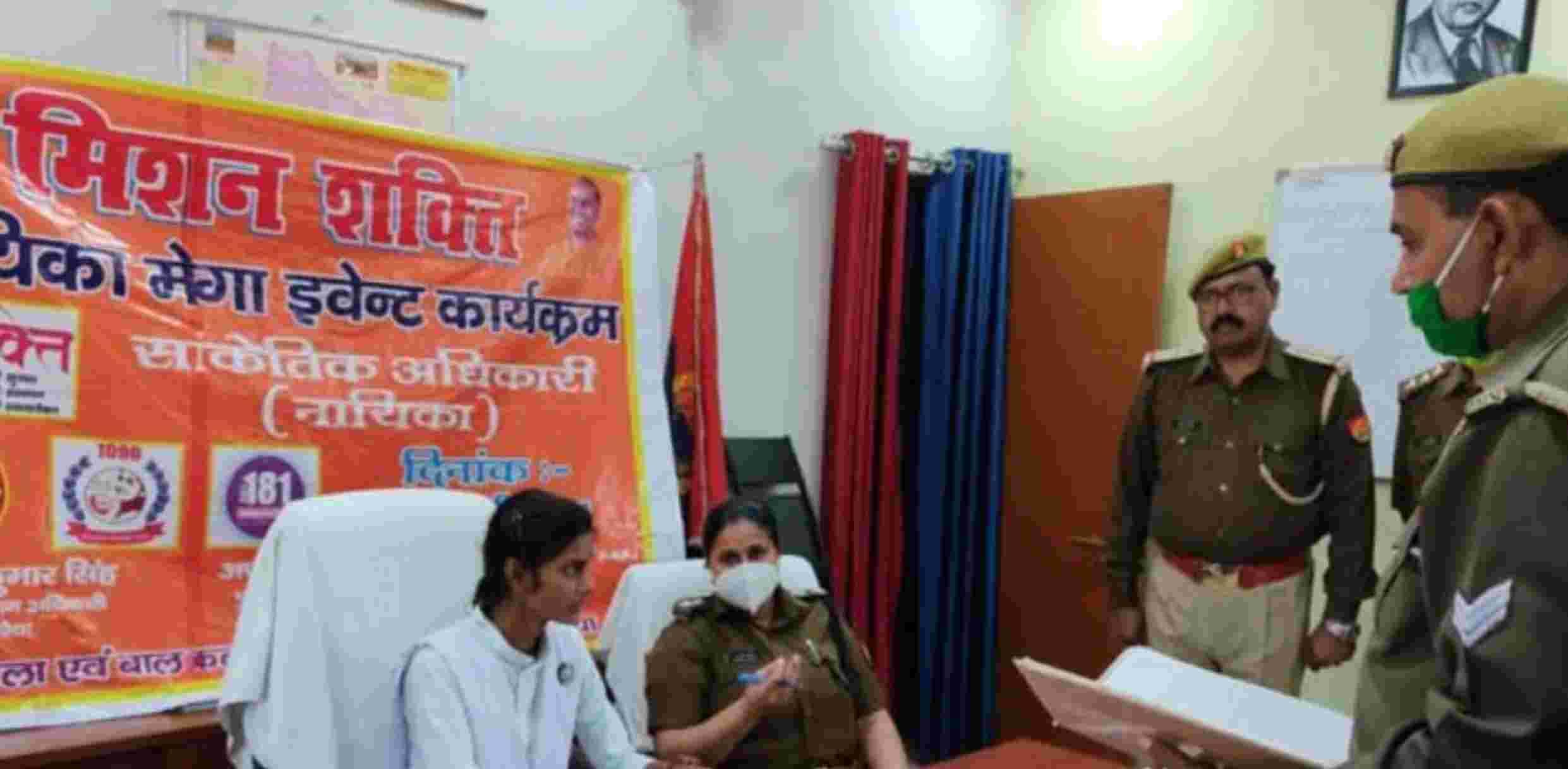 Khaskhabar/उत्तर प्रदेश के औरैया जिले में जिलाधिकारी, पुलिस अधीक्षक से लेकर अन्य आला अधिकारियों के दफ्तर का माहौल बदला-बदला नजर आया। यहां आज मिशन शक्ति अभियान के अंतर्गत सांकेतिक अधिकारी के तौर पर 1 दिन के लिए जिले की टॉपर छात्राओं ने आला अफसरों की कुर्सियां संभाली प्रशासनिक कामकाज को